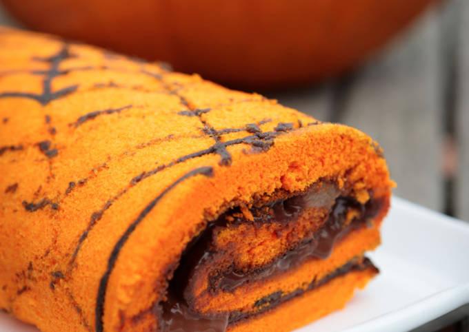 Gâteau roulé imprimé au chocolat et aux poires