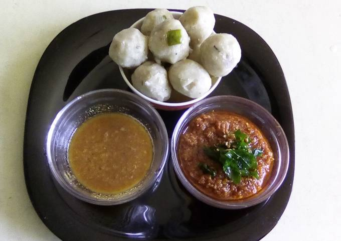 How to Prepare Tasteful Steamed rice balls with sizzled spicy chutney