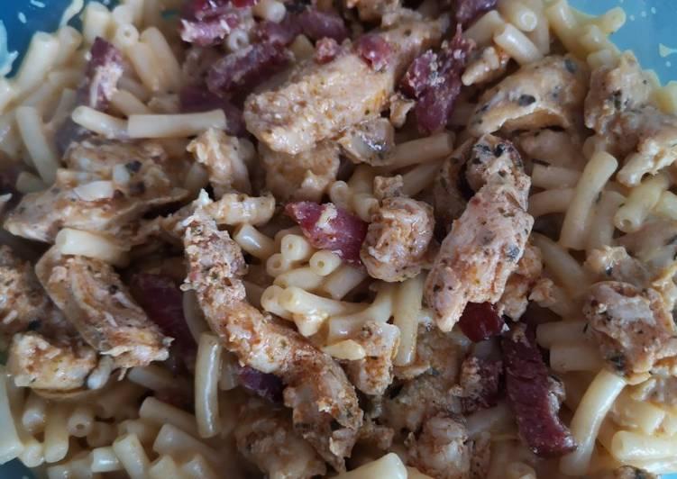 Lunch box : pâtes au fromage poulet haché et lardons de volaille