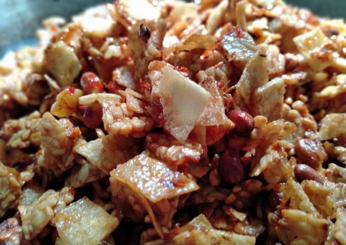 sambal goreng kering tempe+kentang+kacang tanah - resepenakbgt.com