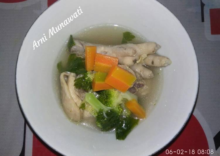 Sop ayam ceker wortel brokoli