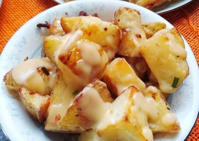 Roasted potatoes with mushroom sauce