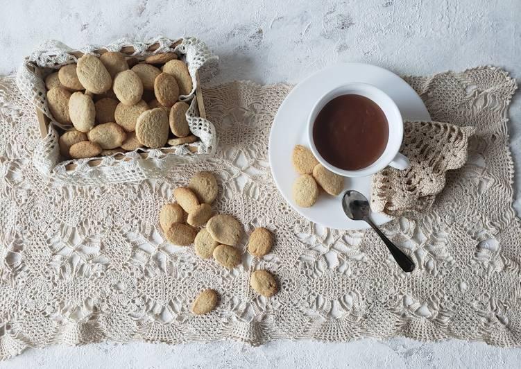 Budino caldo e biscotti alla cannella