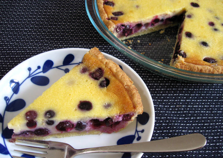 How to Make Homemade Blueberry & Sour Cream Pie
