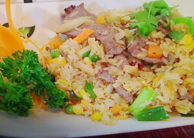 Beef & Chorizo Fried Rice with Pineapple.🇲🇨😍🐂🍍🥕🍄🌶