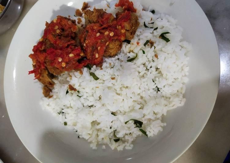 Nasi Daun Jeruk Ayam Geprek Sambal Dadakan (Vegan)