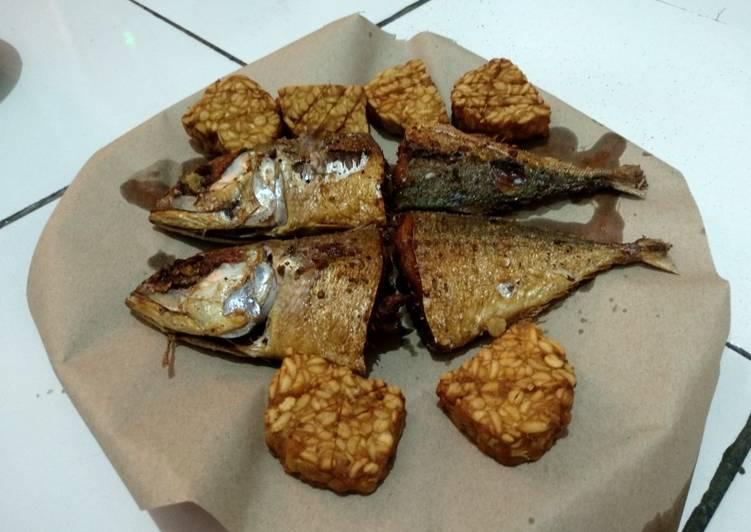 Ikan dan Tempe Goreng Bumbu Racik Tempe