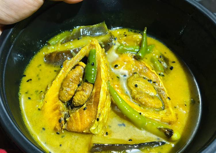 Ilish begun jhol/hilsa fish curry