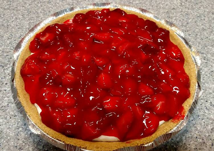 Cream cheese pie with strawberry topping