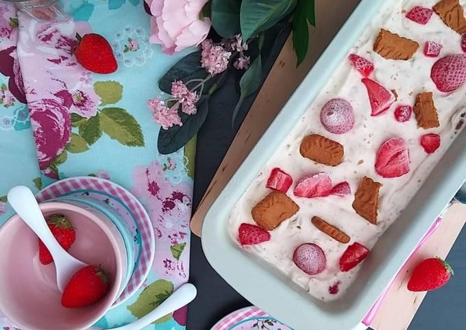 Crème glacée façon cheesecake aux fraises🍓🍨