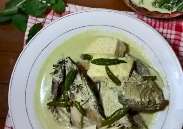 Gulai Ikan Khas Rumah Makan Pariaman (Sumbar)