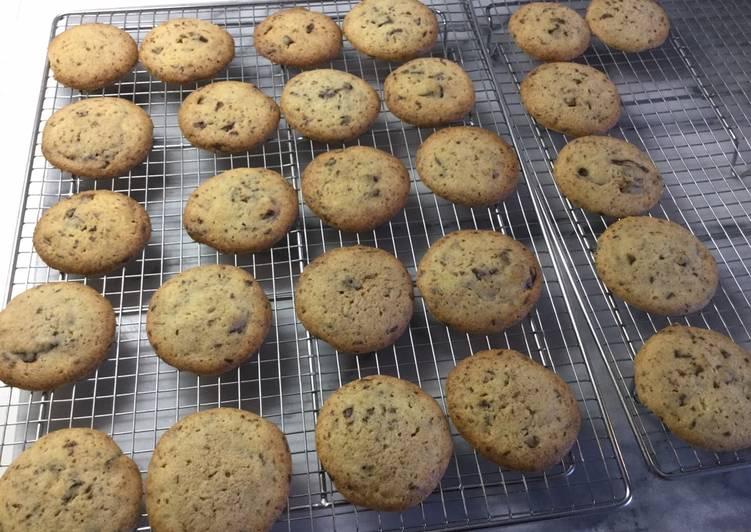 Ricetta Chocolate chip cookies (Biscotti con gocce di cioccolato)