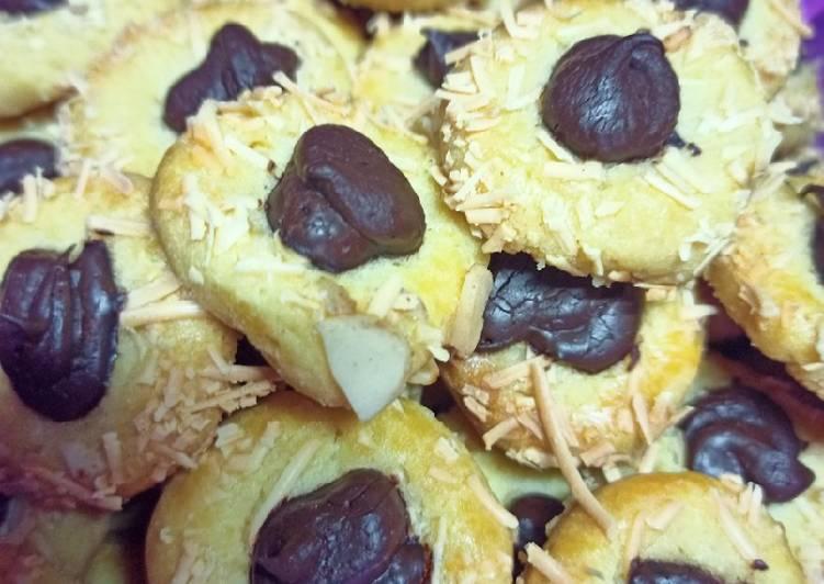 Thumbprint chesse choco cookies
