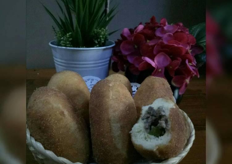 Roti Goreng Isi Daging Sapi Crunchy