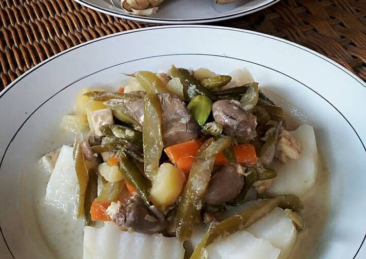 Ketupat/lontong sayur kuah tauco ala pekanbaru