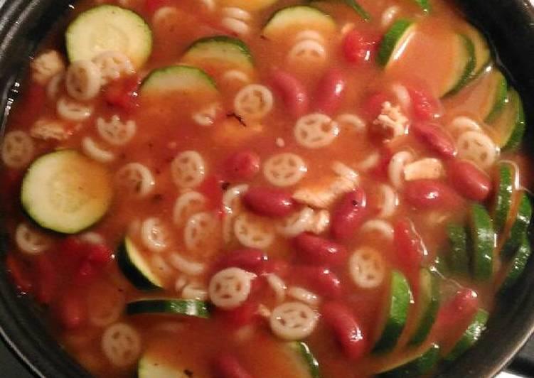 Zucchini & Bean Soupa