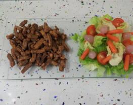 Tiras de cerdo al estilo griego con ensalada