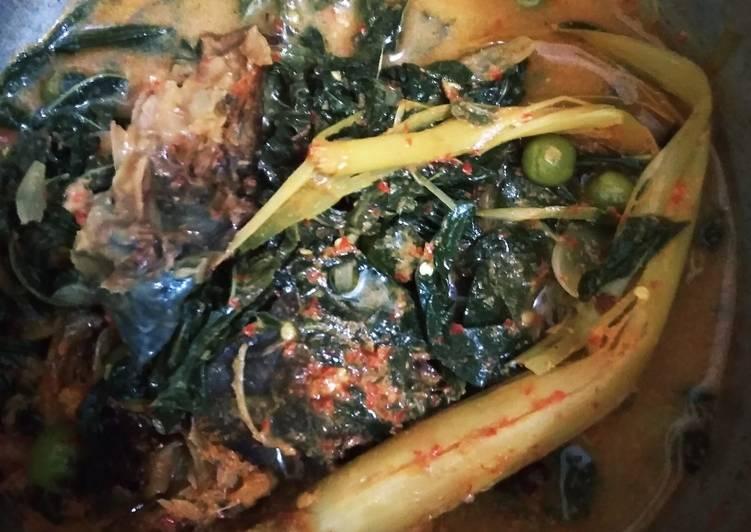 Gulai daun singkong + ikan sale (ikan asap)