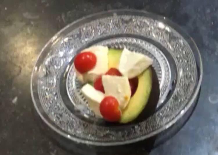 Avocat mozzarella tomates
