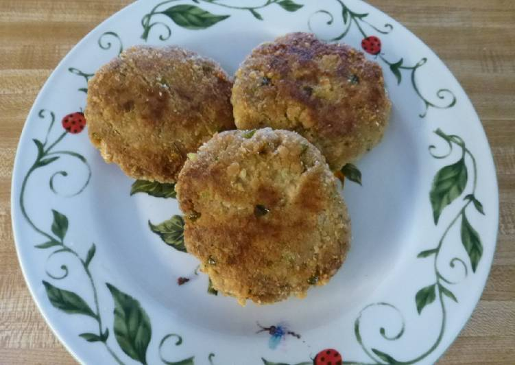 Simple Way to Prepare Speedy Lee's Easy Salmon Patties (Cakes Croquettes)