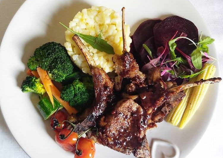 Creamy samp with lamb chops and steamed veggies