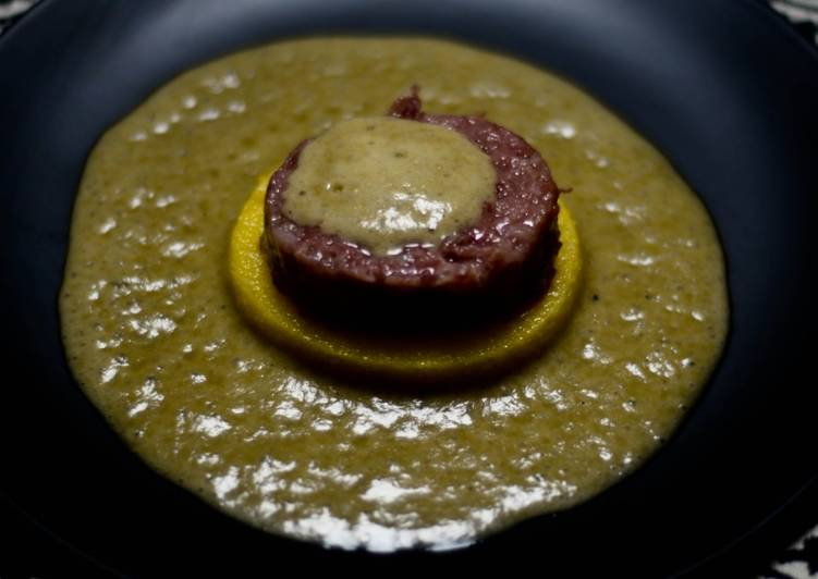Cotechino e polenta su spuma di lenticchie
