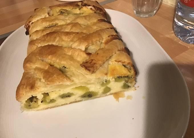 Gâteau kiwis noix de coco citron vert et fromage blanc en croûte tressée
