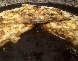 Fugazzeta rellena de jamón y queso