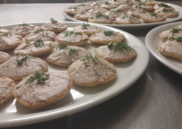 Rillettes de châtaignes et noix à l'huile de truffe sur blinis