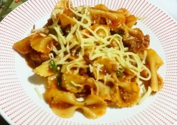 Lacitos en salsa bolognesa