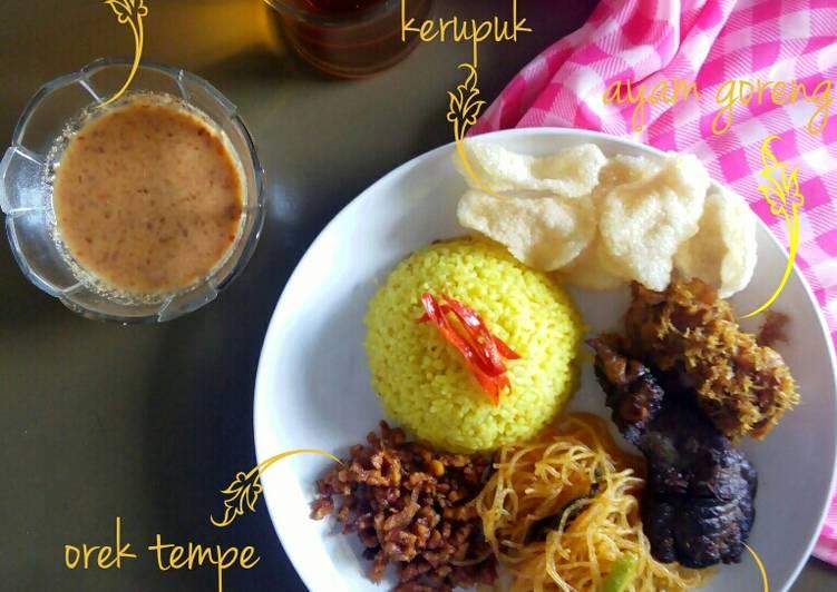 Nasi Uduk Kuning (rice cooker)