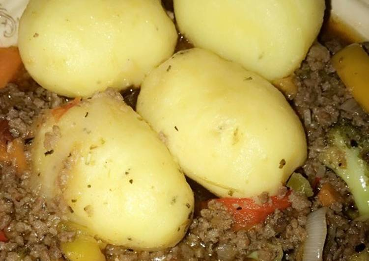 Boiled Potatoes And Minced Meat Sauce Yes Recipe By Khayrees Tasty Bites Cookpad