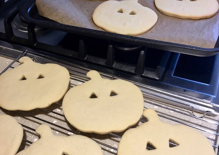 How to Make Appetizing Easy Halloween Biscuits