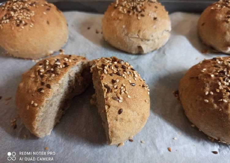 Petit pain service semi-complet et céréales