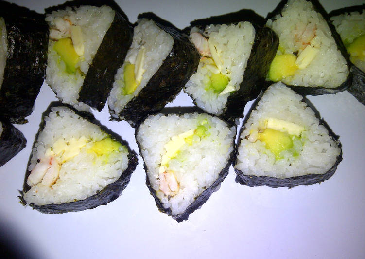 TRIANGLE AVOCADO CHEESE SUSHI