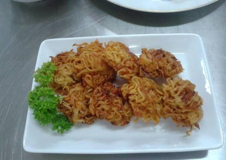 bakwan mie sayuran foto resep utama CaraBiasa.com