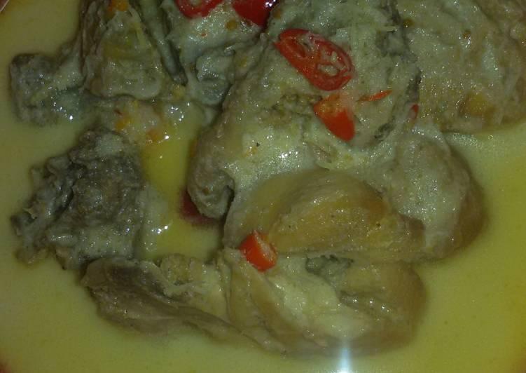 Opor ayam pedas