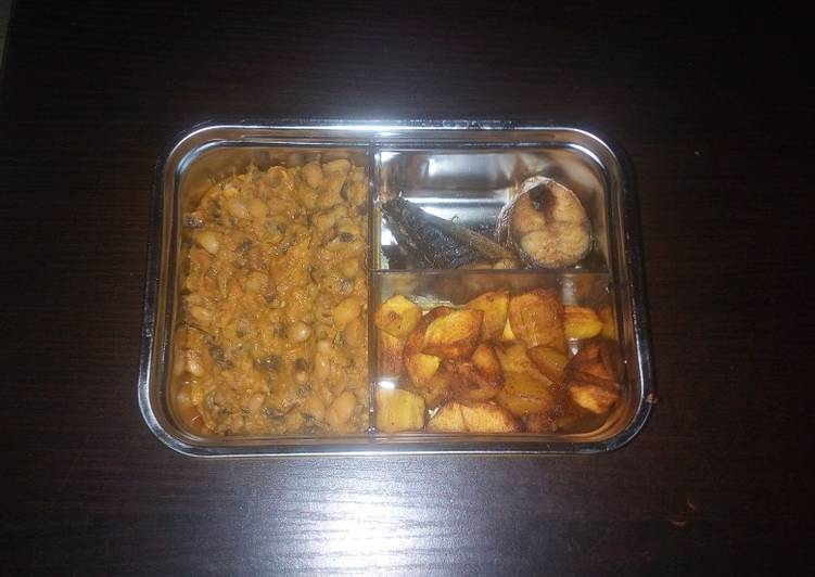 Porridge beans and diced plantain with fish