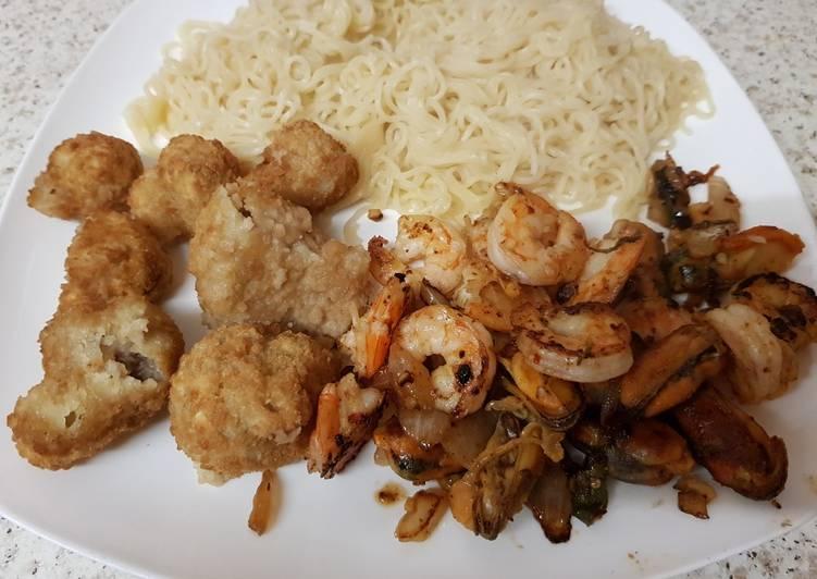 Simple Way to Make Favorite My Salt n Pepper seasoned Prawns,Mussels with Noodles 😘