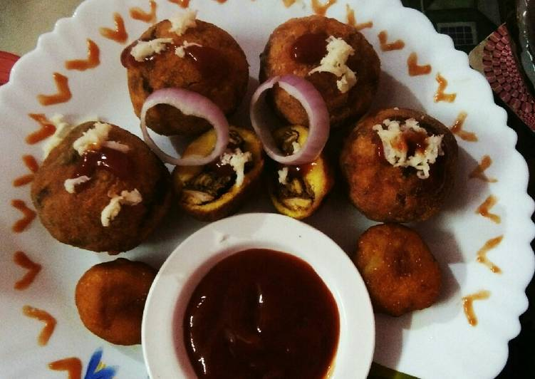Chicken keema stuffed cheesy potato balls