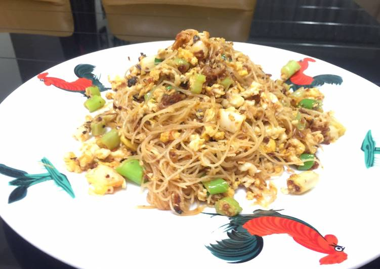 Stir Fry Vermicelli With Eggs