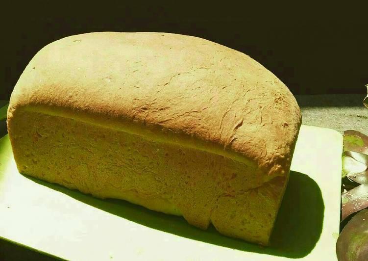 Roti manis putih montok