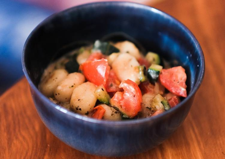 Gnocci-Gemüsepfanne mit Käsesauce