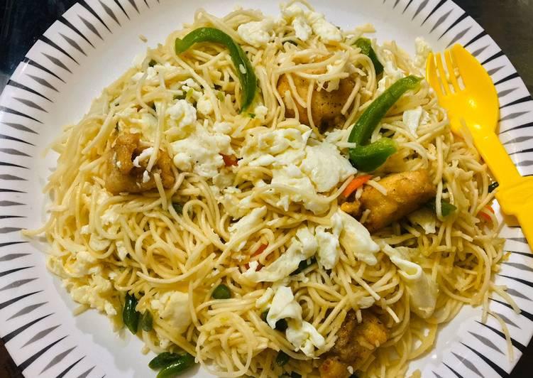 Chicken egg hakka noodles