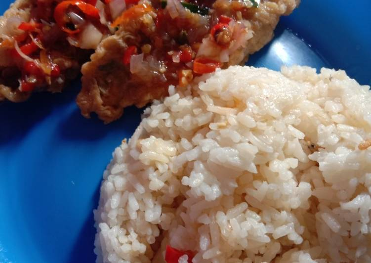 Ikan Goreng Crispy sambal matah + Nasi liwet