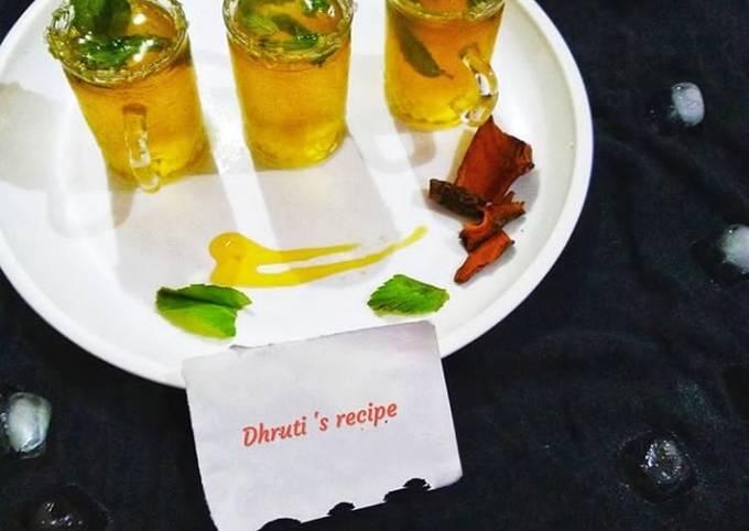 Honey and mint iced green tea shots