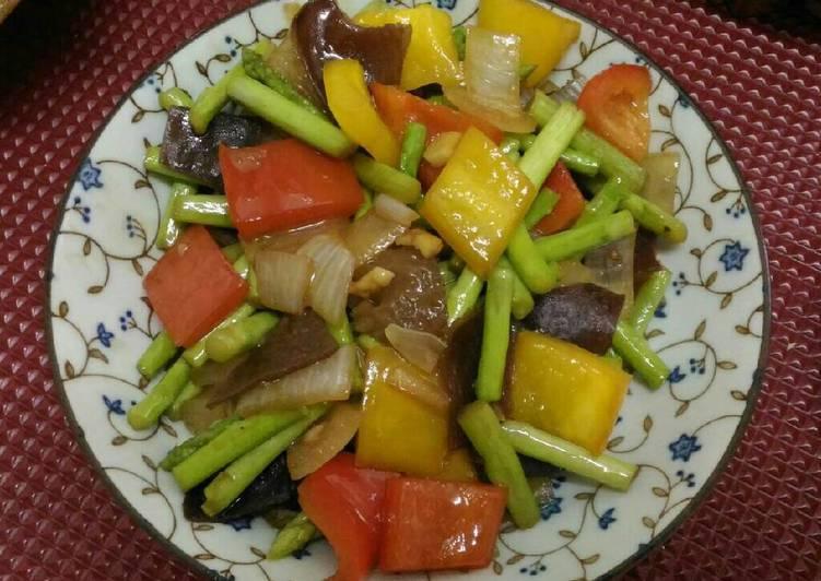 Tumis asparagus paprika