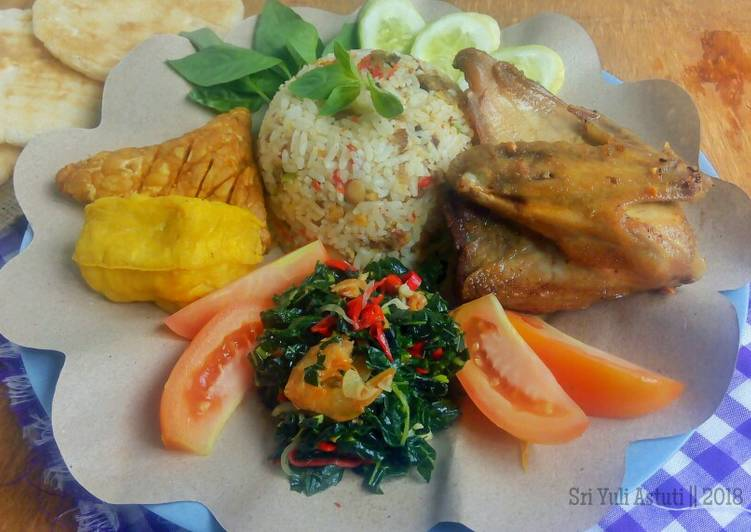 Nasi Tutug Oncom, Tumis Daun Pepaya, Tahu, Tempe, Ayam Goreng