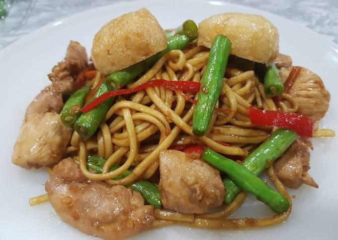 Stir Fried Chicken Noodles
