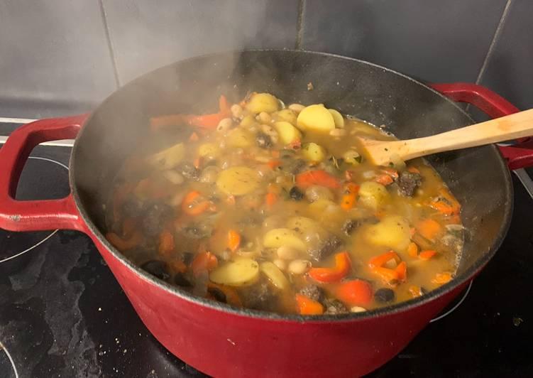 Recipe of Perfect Spanish stew with chorizo and morcilla